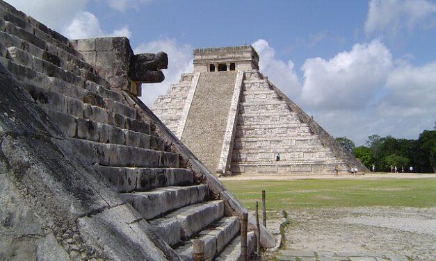 Quetzalcoatl y el trascendental significado de los Dioses benefactores del Ser Humano