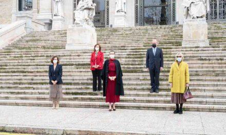 Carmen Calvo acompaña a la Reina Letizia en la visita a la exposición conmemorativa de Concepción Arenal