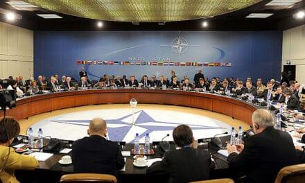 Robles y Stoltenberg dialogan sobre la próxima reunión de ministros de Defensa de la OTAN