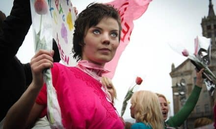 "Dos activistas de Femen condenadas por ""exhibición sexual"" son absueltas en Francia"