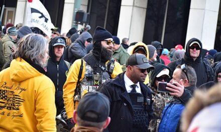 Califica Canadá como terrorista al grupo de extrema derecha Proud Boys
