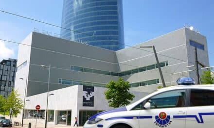 La ertzaintza desaloja a un grupo de jóvenes encerrados anoche en la Upv de San Sebastián