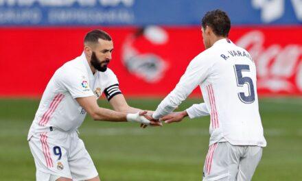Varane al rescate de su mentor, Zidane: Un doblete del francés salva al Zizou ante el colista, Huesca (1-2).