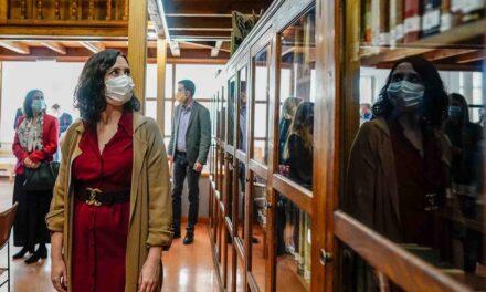 """Díaz Ayuso inaugura la biblioteca que homenajea al abogado Severo Bueno, una persona """"honrada"""""""