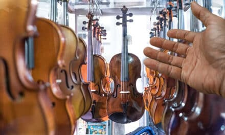 Lothar Koenigs, director de orquesta, se replantea volver a repartir comida