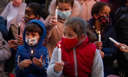 REPORTAJE: El calor de las velas es el consuelo de los niños de Cañada Real
