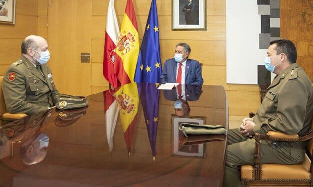 El presidente expresa su admiración a las Fuerzas Armadas tras recibir al nuevo jefe de la División San Marcial