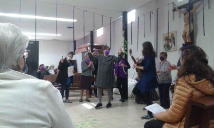 Mujeres resaltaron su día con composición musical en San Carlos Borromeo