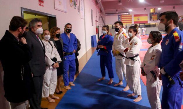 Rodríguez Uribes visita los Centros Especializados de Alto Rendimiento de Ciclismo y Judo de Valencia