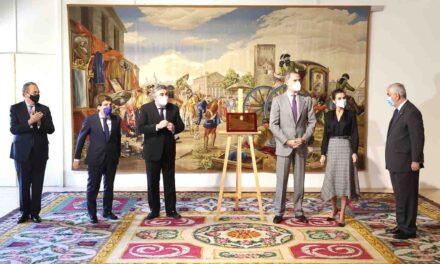 El ministro de Cultura y Deporte acompaña a los Reyes en la visita a la Real Fábrica de Tapices