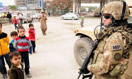 Trece muertos en Afganistán tras un ataque en Kabul y un accidente de helicóptero.