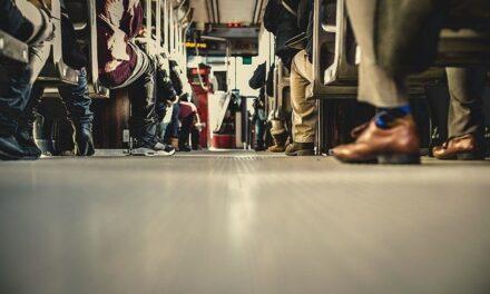 El Gobierno regional destina 450.000 euros para los descuentos de billetes de autobús dirigidos a personas mayores