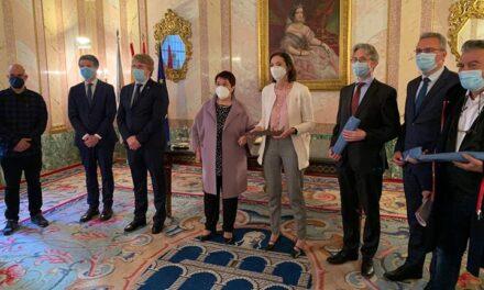 Reyes Maroto presenta un polo estratégico de fabricación de envases biosostenibles y de logística en Segovia